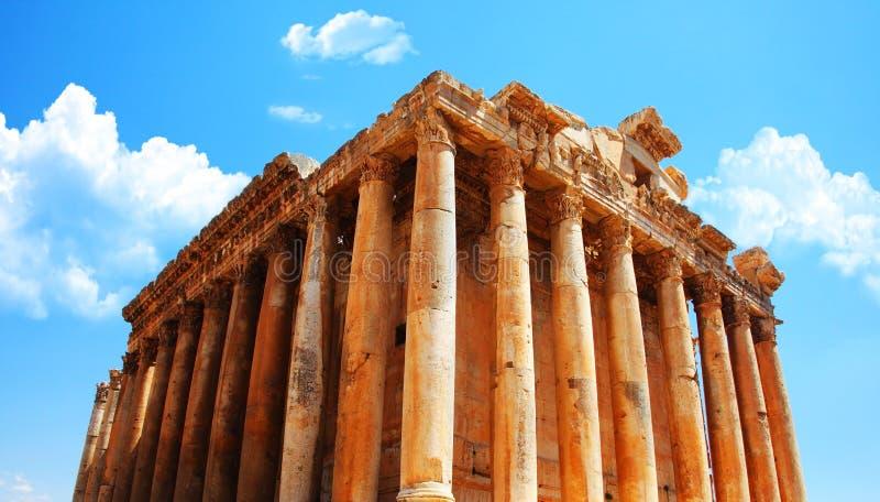 Tempiale del Jupiter sopra cielo blu, Baalbek, Libano immagine stock