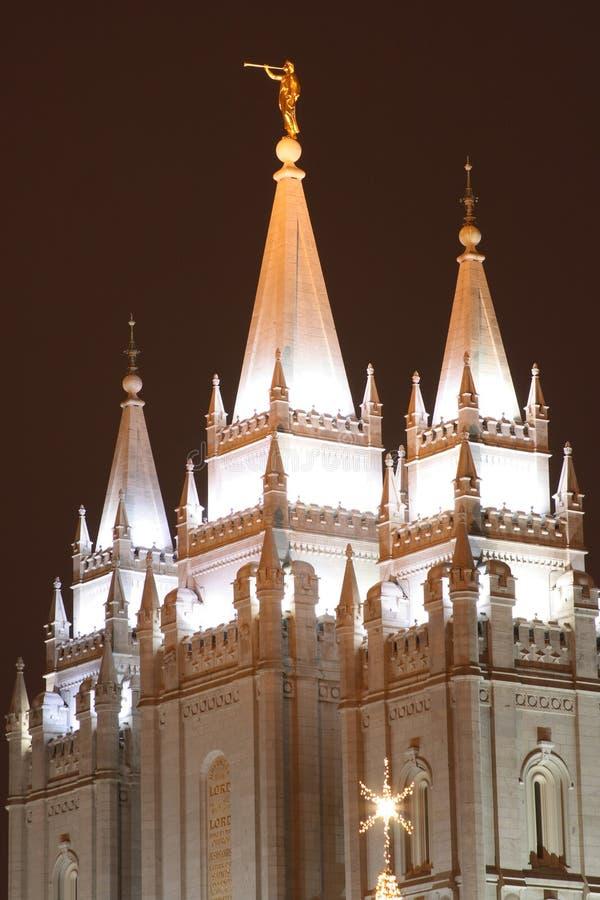Tempiale della chiesa degli indicatori luminosi di natale fotografie stock libere da diritti
