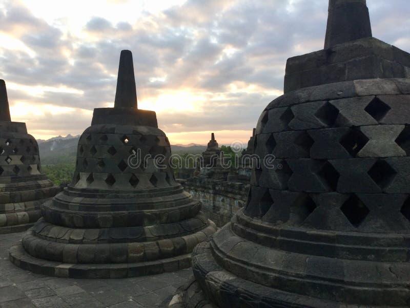 Tempiale di Borobudur al tramonto Vicino a Yogyakarta su Java Island, l'Indonesia fotografia stock libera da diritti