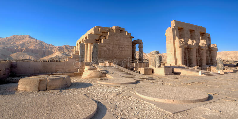 Tempiale di Ramses (Ramesseum) a Luxor fotografia stock