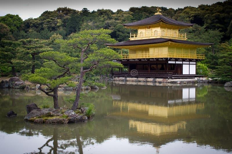 Tempiale dorato a Kyoto fotografie stock libere da diritti