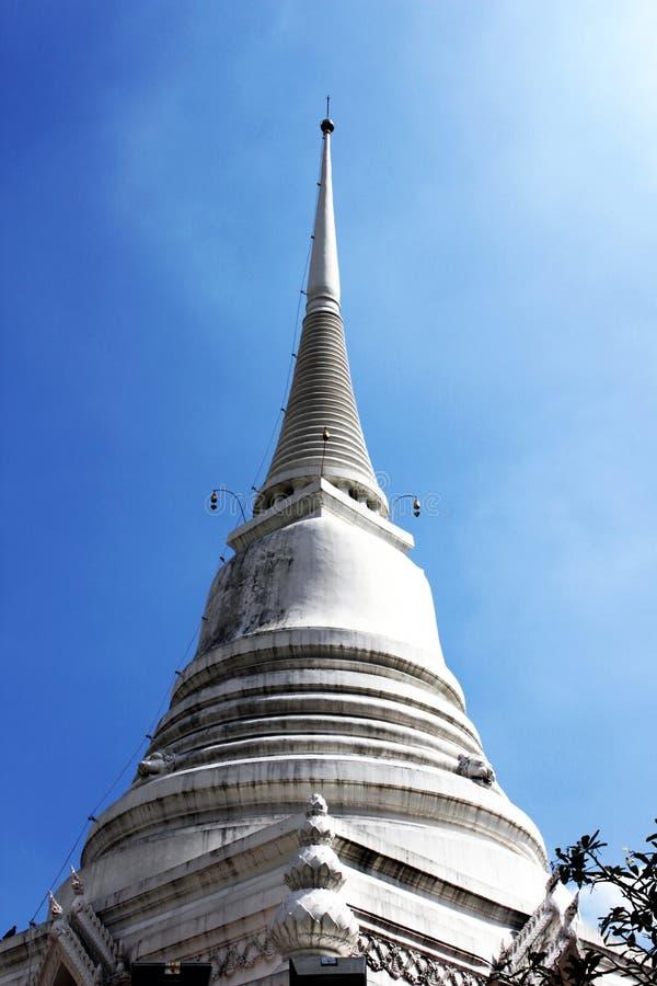 Tempiale tailandese con cielo blu immagini stock libere da diritti