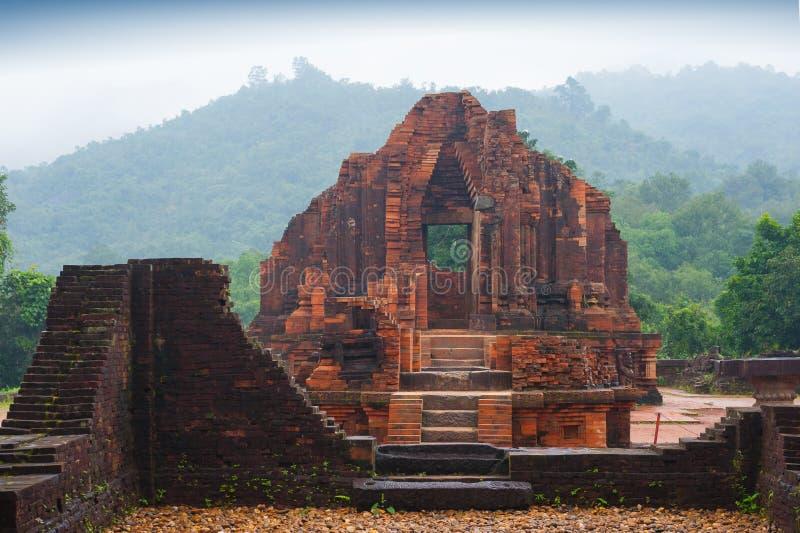 Tempie di MySon in tempo nuvoloso Vietnam fotografia stock