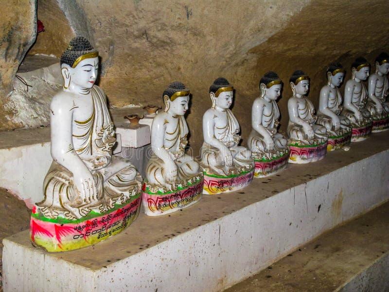 Tempie e statuti del Myanmar fotografia stock libera da diritti
