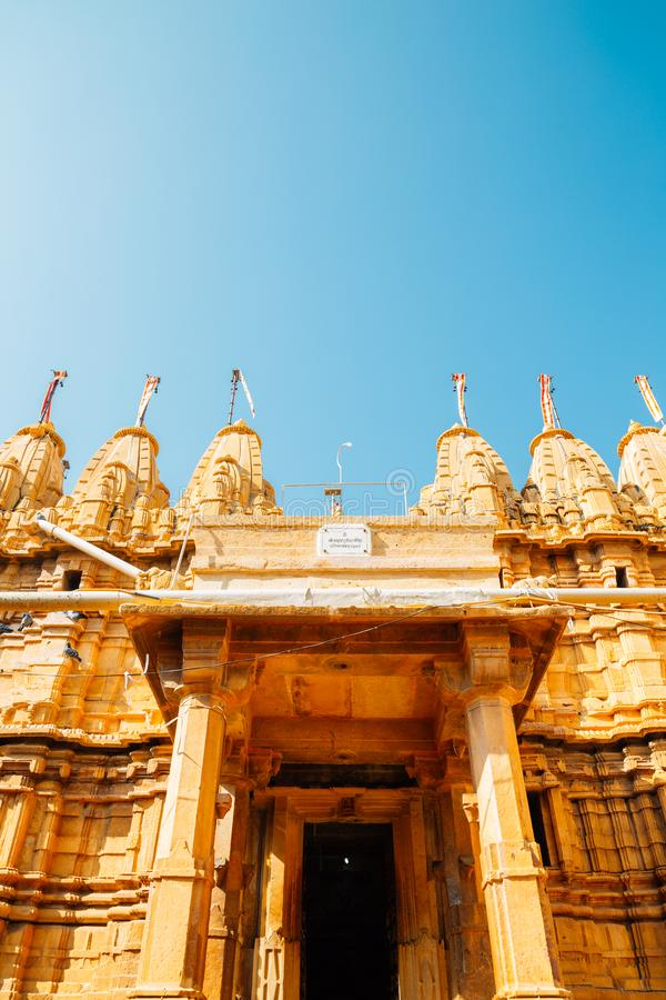 Tempie Jain alla fortificazione di Jaisalmer in India immagini stock libere da diritti