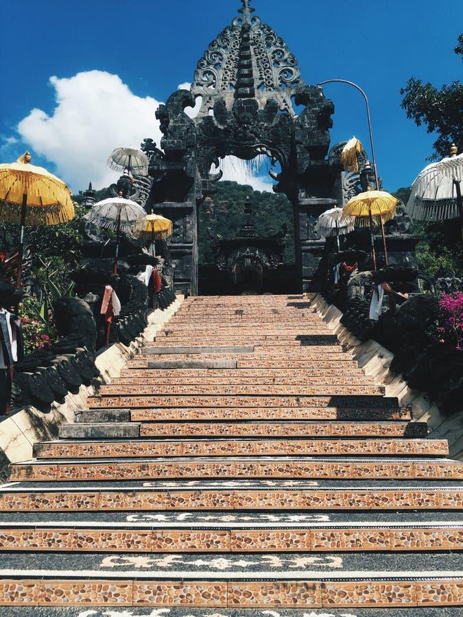 Tempio al giorno soleggiato, isola di Bali dell'Indonesia fotografia stock libera da diritti