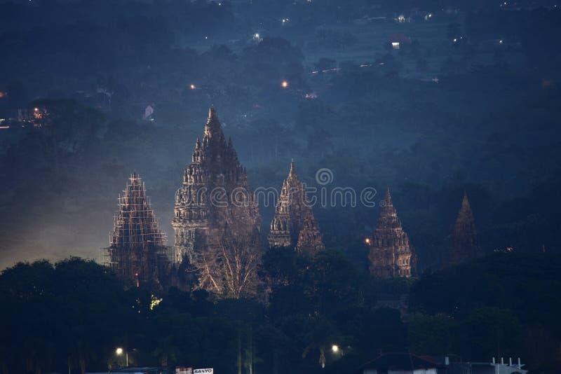 Tempio alla notte, Yogyakarta Indonesia di Prambanan immagine stock libera da diritti