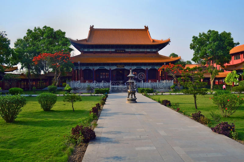 Tempio buddista cinese in Lumbini, Nepal - luogo di nascita di Buddha fotografia stock