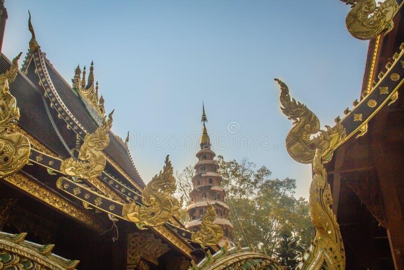 Tempio buddista di bella architettura tailandese al tempio di Wat Ram Poeng (Tapotaram), Chiang Mai, Tailandia Wat Rampoeng è uno immagine stock