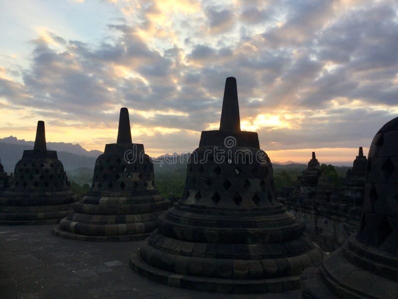 Tempio buddista di Borobudur al tramonto Vicino a Yogyakarta su Java Island, l'Indonesia immagine stock