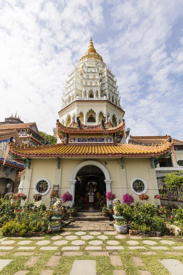 Tempio buddista Kek Lok Si con la pagoda a Penang, Malesia fotografie stock