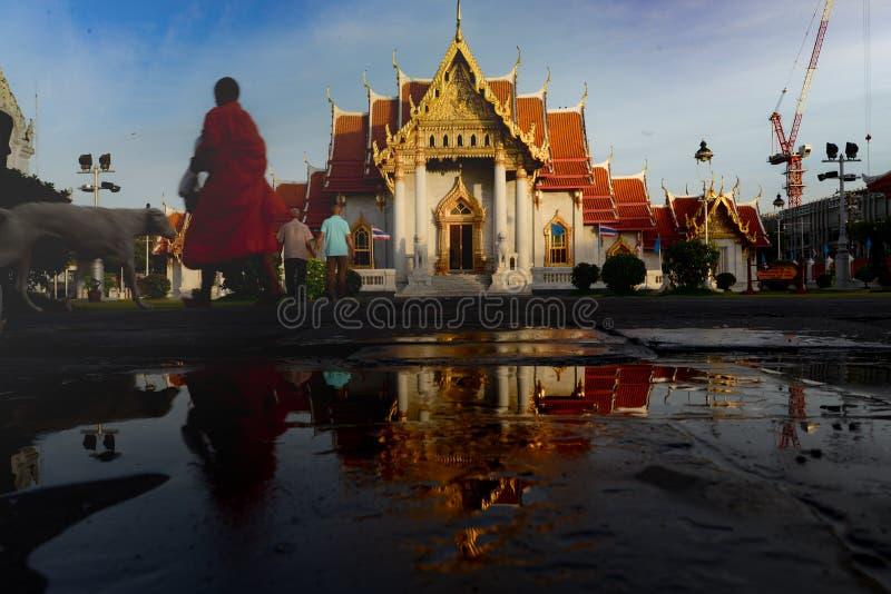 Tempio con il monaco fotografia stock
