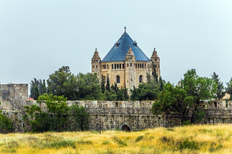 Tempio cristiano vicino alle pareti immagine stock