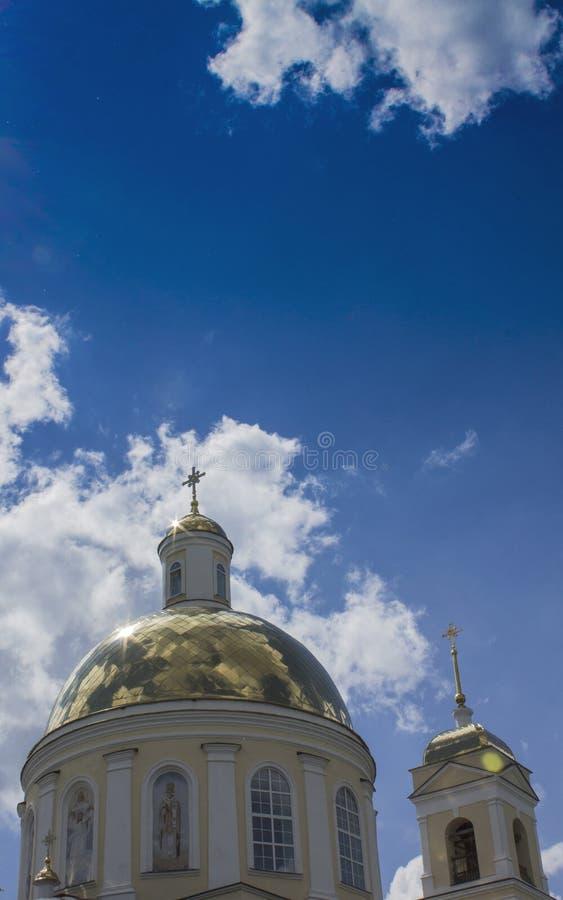 Tempio dei cristiani ortodossi con una cupola 13 dell'oro immagine stock libera da diritti