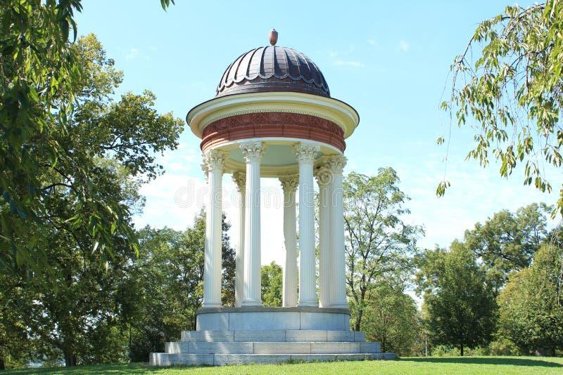 Tempio del gazebo di amore in Mt Parco Cincinnati Ohio della tempesta immagine stock