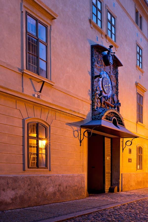 Tempio del luppolo con l'orologio astronomico nella città di Zatec immagine stock