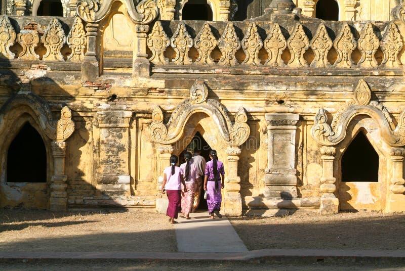 Tempio del monastero di Maha Aungmye Bonzan in Inwa, Mandalay fotografia stock