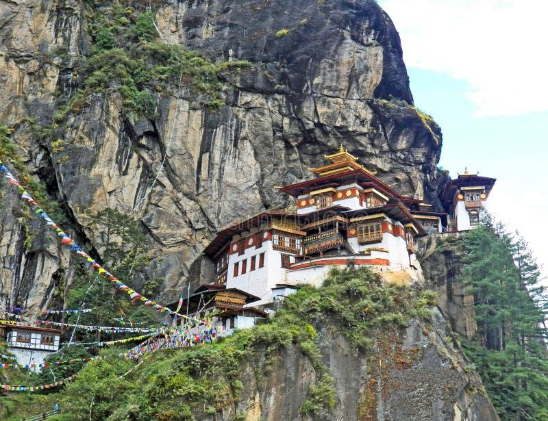 Tempio del nido delle tigri in Paro, Bhutan fotografia stock libera da diritti