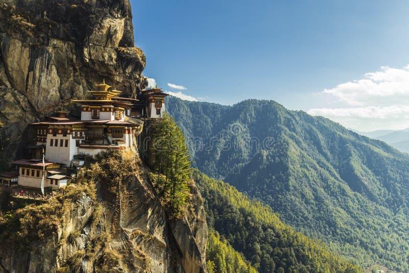 Tempio del nido della tigre, valle di Paro - Bhutan fotografia stock libera da diritti