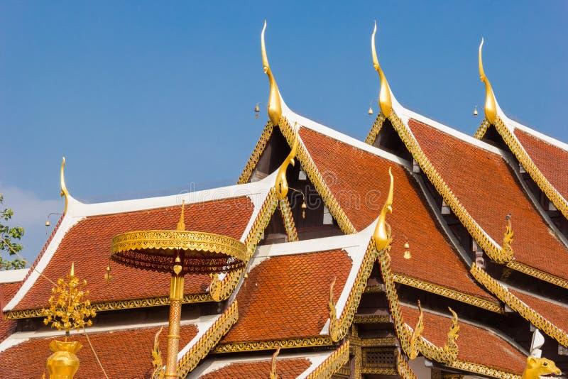 Tempio del tetto alla cinghia di Wat Phra That Sri Chom immagine stock