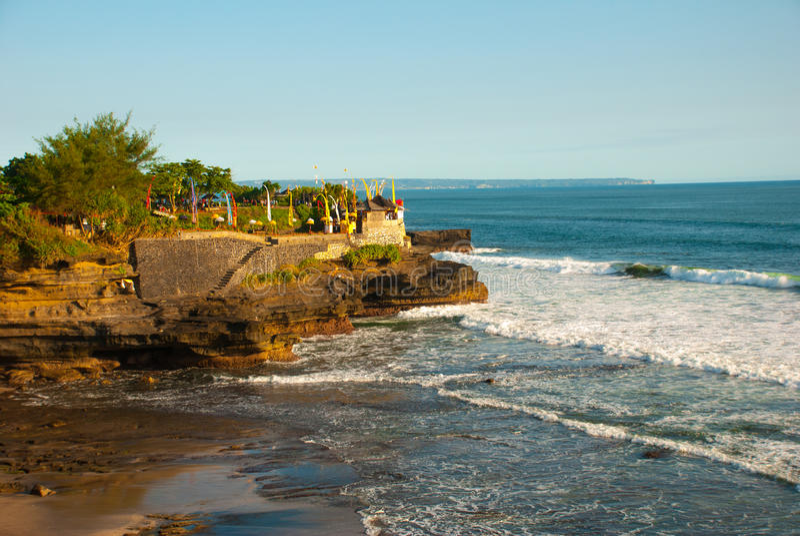 Tempio dell'acqua del lotto di Tanah in Bali Paesaggio della natura dell'Indonesia fotografie stock