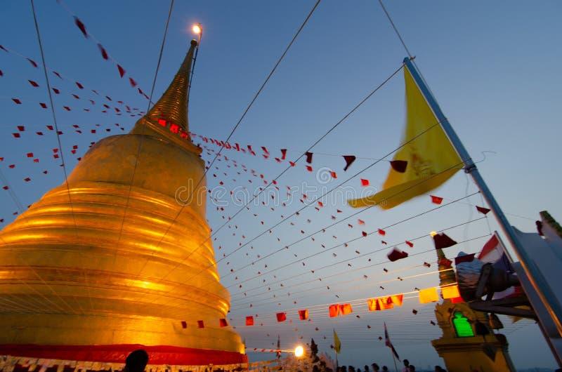 Tempio della cinghia di Phukhao sulla notte immagini stock libere da diritti