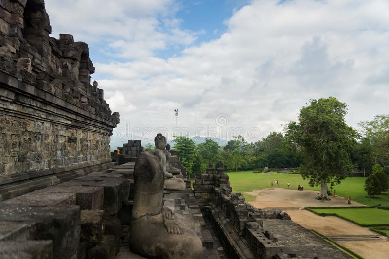 Tempio di Borobudur con le statue di budda a Yogyakarta, Java, Indonesia fotografia stock libera da diritti