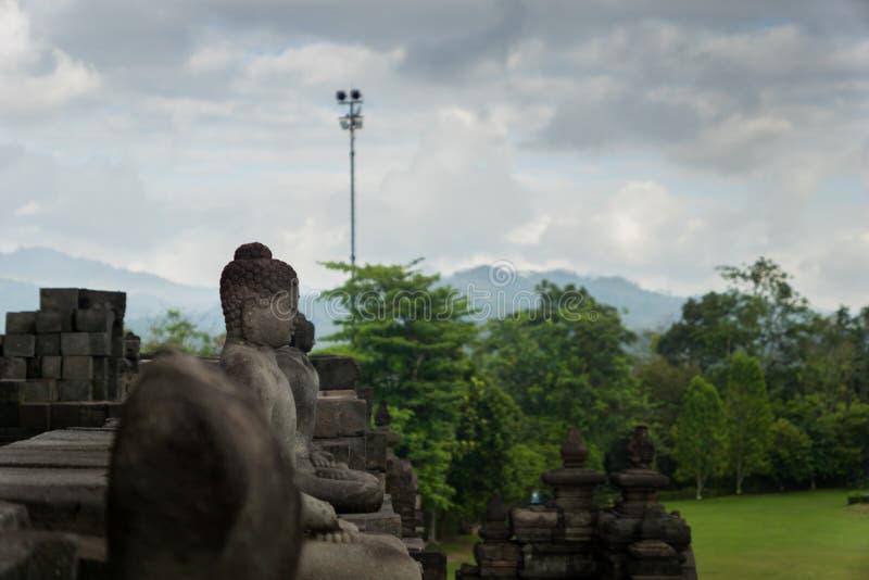 Tempio di Borobudur con le statue di budda a Yogyakarta, Java, Indonesia fotografie stock libere da diritti