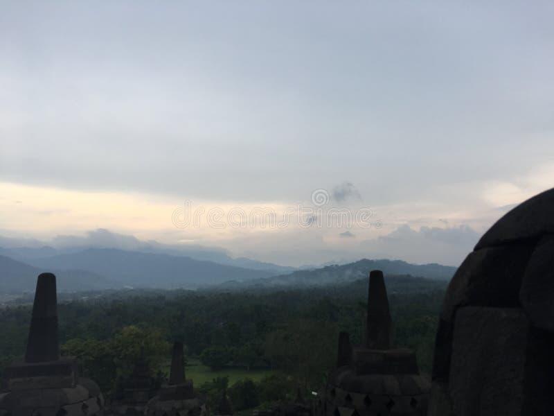 Tempio di Borobudur in Java, Indonesia il giorno nuvoloso immagini stock