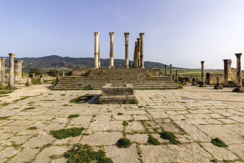Tempio di Capitoline al sito archeologico di Volubilis immagine stock
