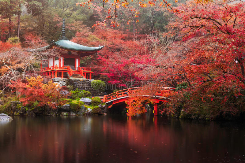 Tempio di Daigo-ji in autunno fotografia stock