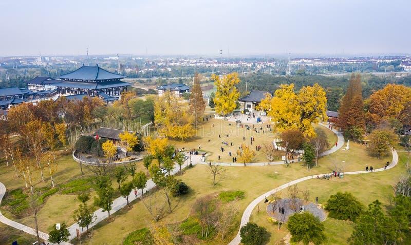 Tempio di Huiji in autunno fotografie stock