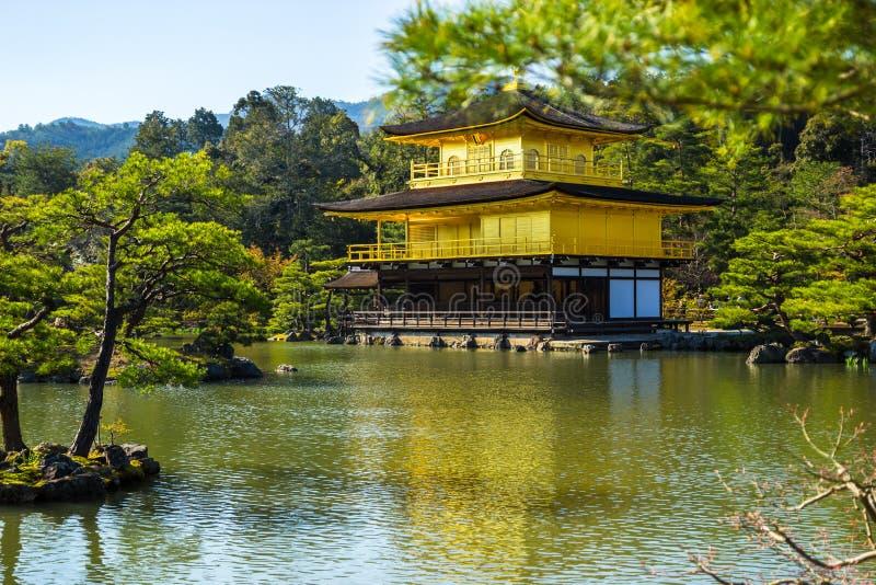Tempio di Kinkakuji (il padiglione dorato) fotografie stock libere da diritti