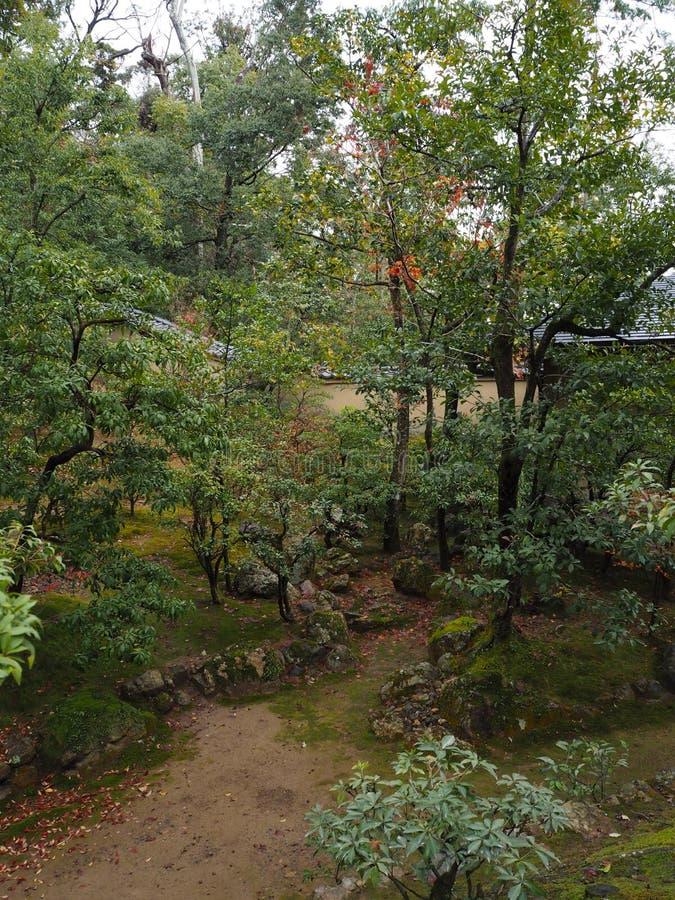 Tempio di Kinkakuji, Japan& x27; la destinazione turistica famosa di s, è bella e pacifica fotografia stock