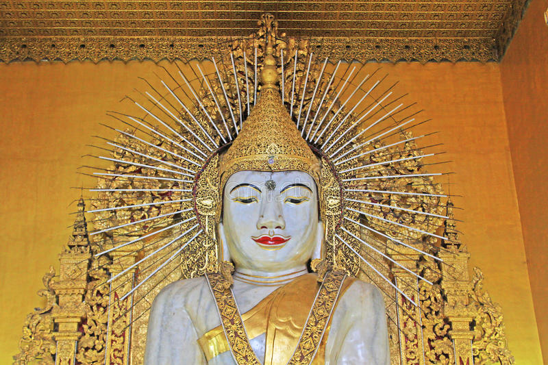 Tempio di Kyauktawgyi Buddha, Mandalay, Myanmar fotografia stock libera da diritti