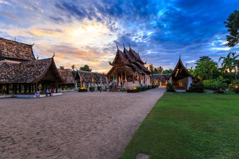 Tempio di legno di Wat Ton Kain Old fotografie stock