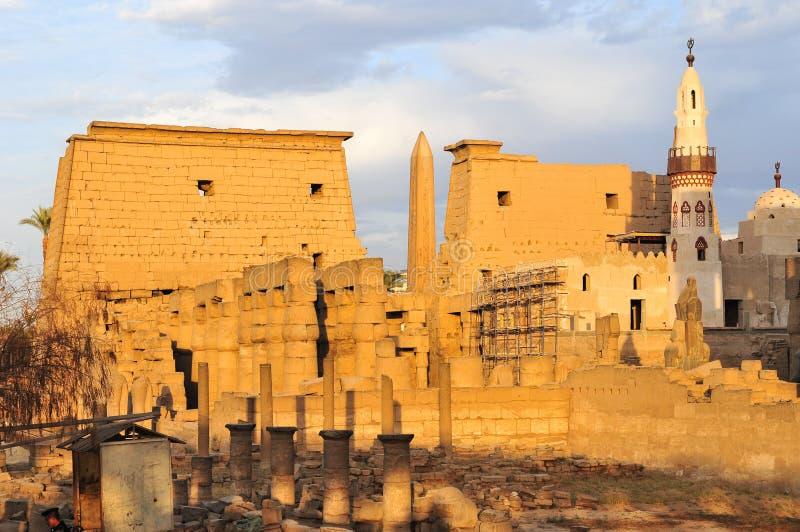 Tempio di Luxor, Egitto al tramonto immagine stock
