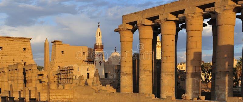 Tempio di Luxor, Egitto al tramonto fotografia stock
