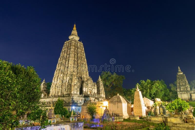 Tempio di Mahabodhi alla notte, gaya di fico delle indie orientali, India Il sito in cui Gautam Buddha ha raggiunto il chiariment immagini stock
