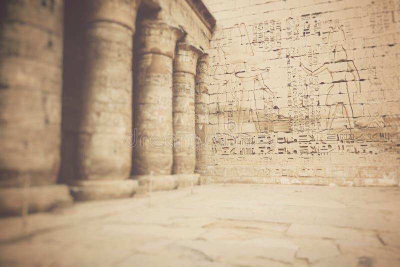 Tempio di Medinet Habu a Luxor, Egitto Fuoco selettivo immagine stock libera da diritti
