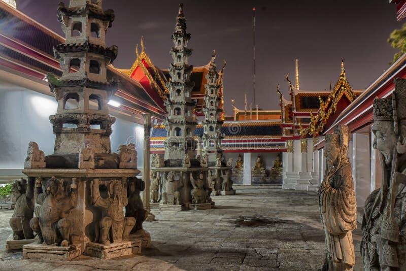 Tempio di notte della Tailandia di Bangkok fotografie stock libere da diritti