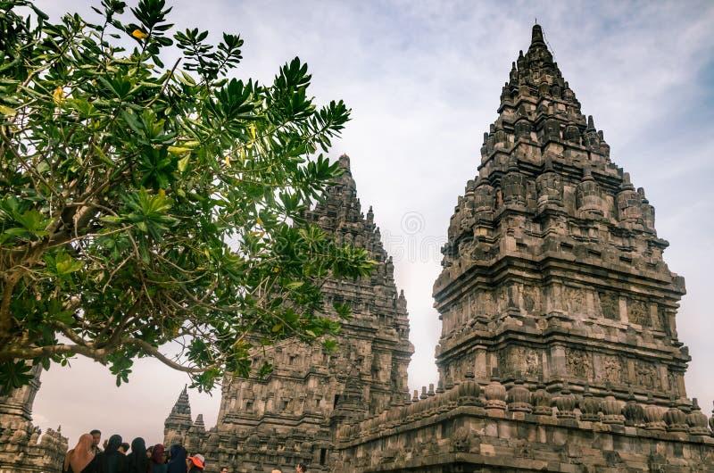 Tempio di Prambanan, o Rara Jonggrang, a Yogyakarta, Indonesia, il 26 dicembre 2019 fotografia stock