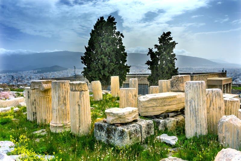Tempio di rovine Augustus Rome Yellow Wildflowers Acropolis Atene G fotografie stock libere da diritti