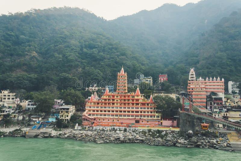 Tempio di Trayambakeshwar in Rishikesh, India Trayambakeshwar è creduto per essere uno dei dodici Jyotirlingas di Lord Shiva fotografie stock libere da diritti