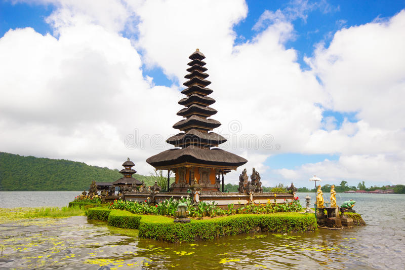Tempio di Ulun Danu nell'isola di Bali, fotografia stock