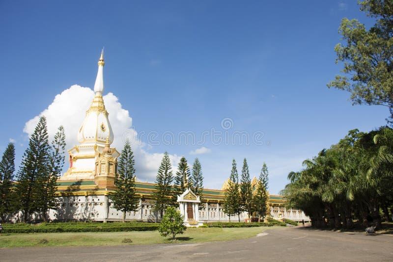 Tempio di Wat Phra Maha Chedi Chai Mongkol Nong Phok in Roi Et, Tailandia immagine stock libera da diritti