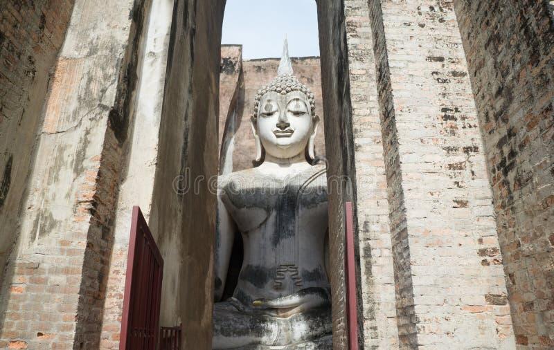 Tempio di Wat Sri Chum - di Sukhothai - Buddha nella camera fotografia stock