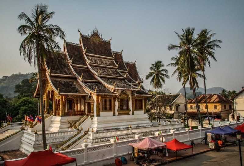 Tempio di Wat Xieng Thong al tramonto, prabang del luang, Laos fotografie stock