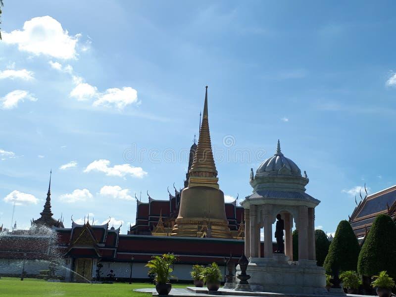 Tempio dorato di Buddha del tempio di Bangkok Tailandia fotografie stock