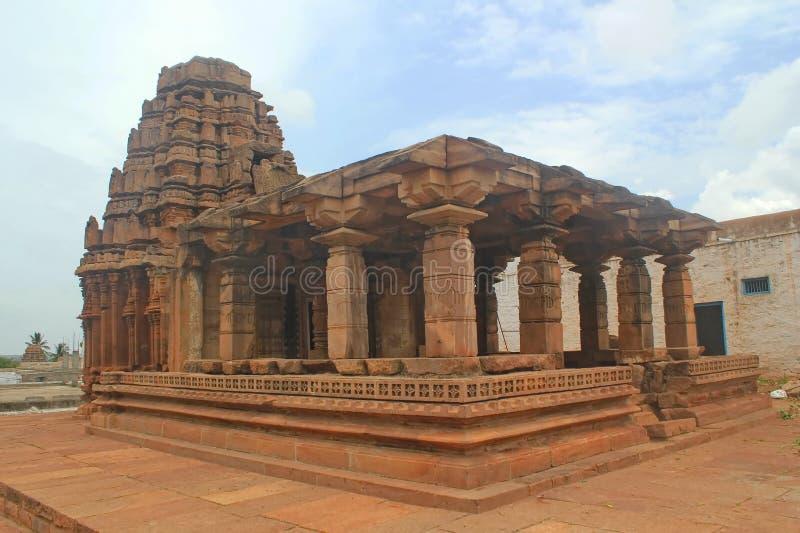 Tempio indù indiano con le colonne fotografia stock libera da diritti